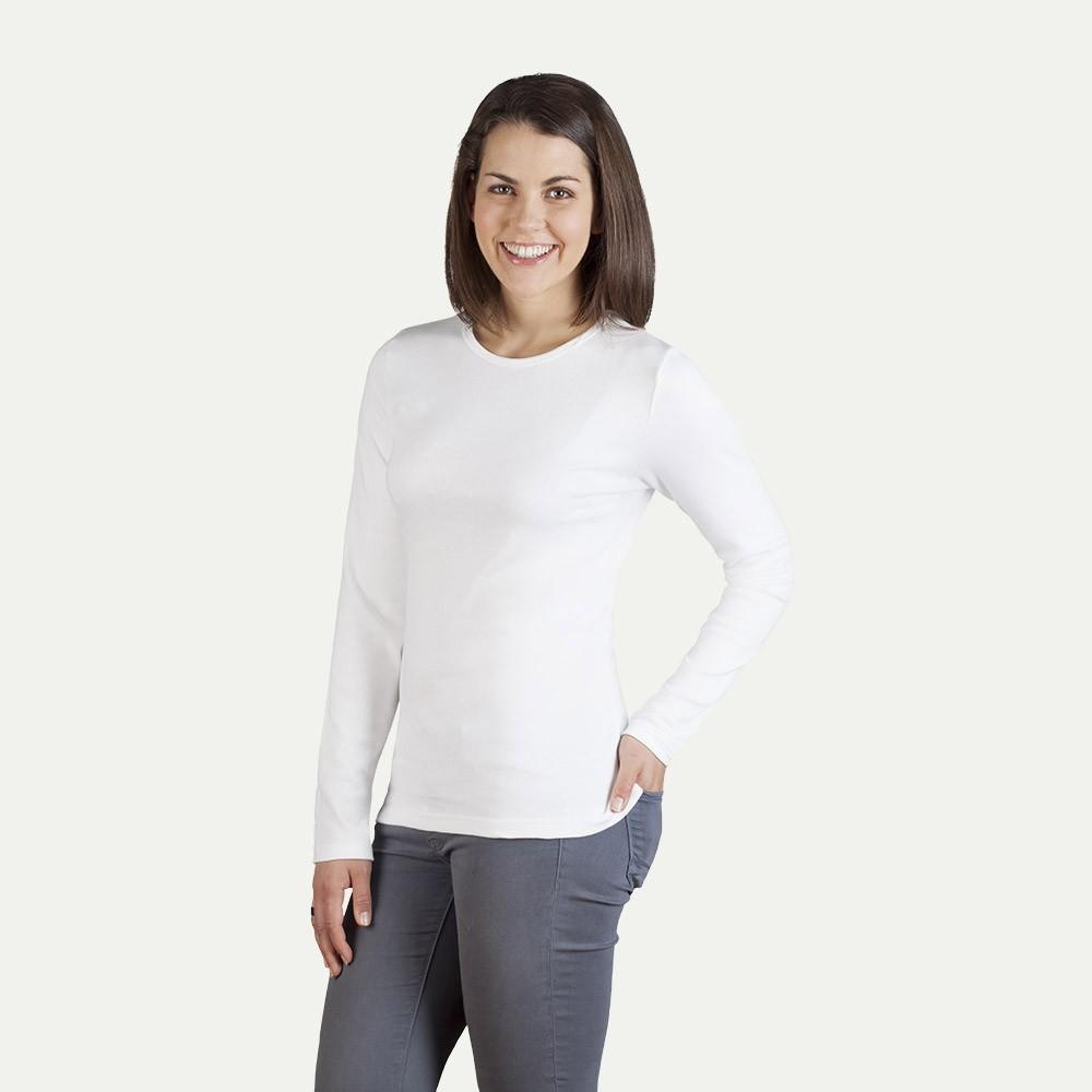 Das Langarmshirt ist hier die perfekte Lösung – nicht zu warm und nicht zu kalt, hilft es Dir Dich bei wechselhaftem Wetter und Übergangstemperaturen wohlzufühlen. Auch an kalten Tagen ist das Longsleeve mit Rundhals- oder V-Ausschnitt in Kombination mit Blazern oder .